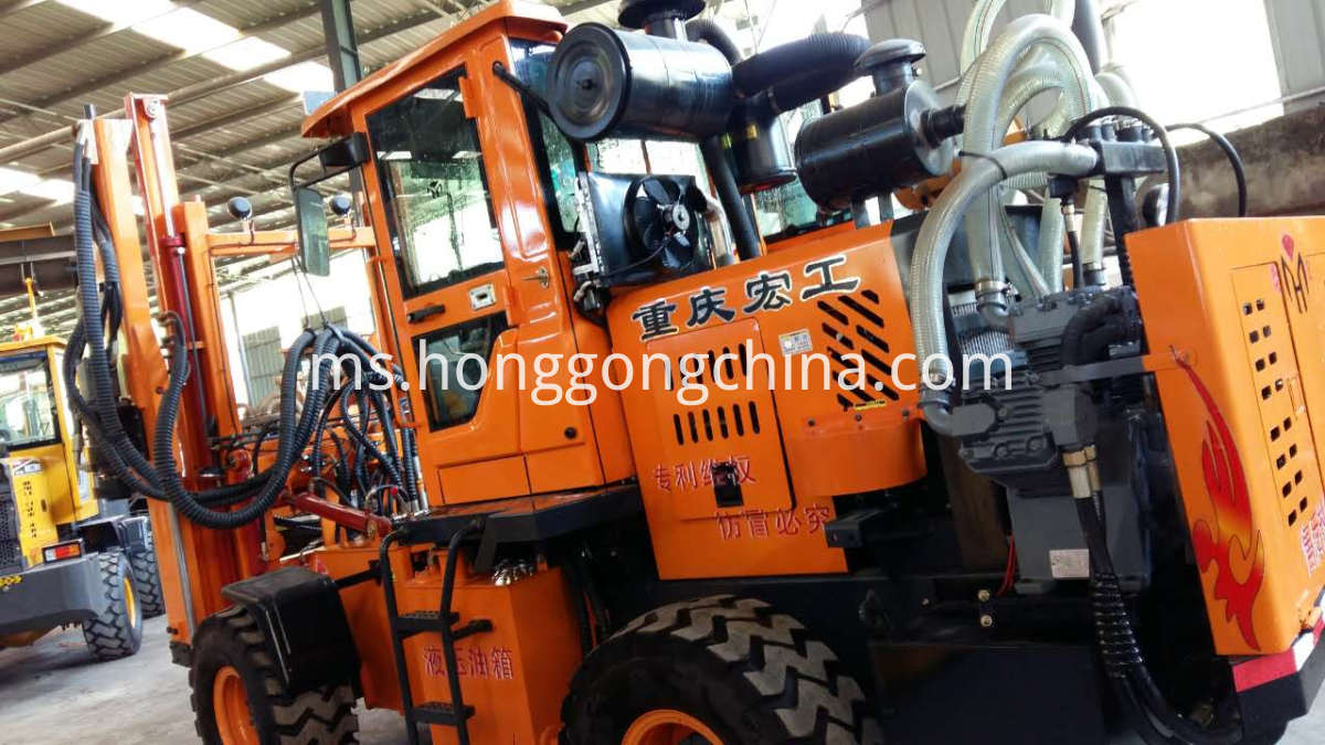 Highway Guardrail Tractor Piston Pile Driver