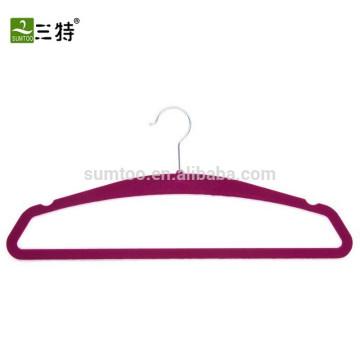 Практичная вешалка для бархатного белья