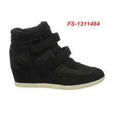 Black extra depth sport shoes for women