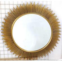 Золотое декоративное металлическое зеркало МДФ в форме солнца