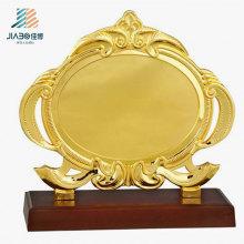Fournir 19,5 * 17,5 cm plaque de souvenir en métal or personnalisé logo pour cadeau