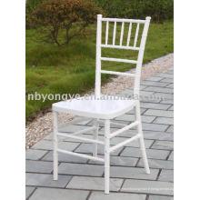 Chaise de résine de mariage chivari