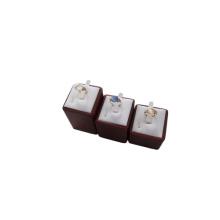 Affichage en bois d'anneau de bijoux enduit en gros d'usine (RST-3T)