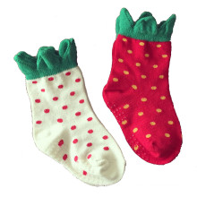 Bebê crianças crianças meias de algodão morango com antiderrapante na sola (ka036)