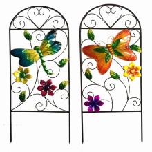 Cerca de la flor del metal para la decoración del jardín de la primavera