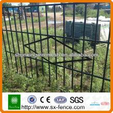 (Fábrica) Projetos revestidos da grade da porta da porta do ferro do PVC