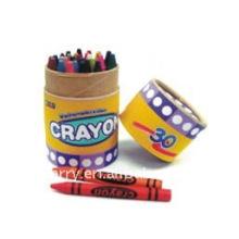 Crayons de petite taille dans la boîte de couleur