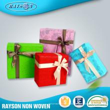 El envoltorio para regalos suministra el papel de embalaje jumbo laminado no tejido agradable de la Navidad del rollo de la Navidad