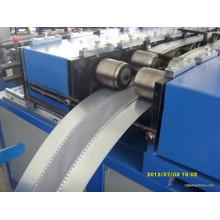 Machine à connecteur de conduit flexible
