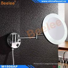 Double miroir latéral éclairé par LED de double côté (5X-7X) Miroir réglable de mur avec le cadre de miroir acrylique