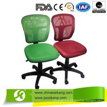 Chaise de bureau de différentes couleurs avec repose-pieds