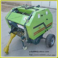 Mini presse à balle montée sur un tracteur hydraulique