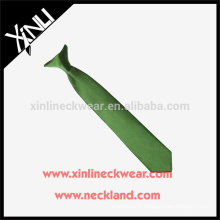 Clip de polyester de noeud parfait seulement à sec-nettoyer sur la cravate