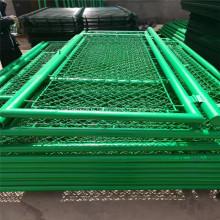 Pour installer une clôture grillagée verte