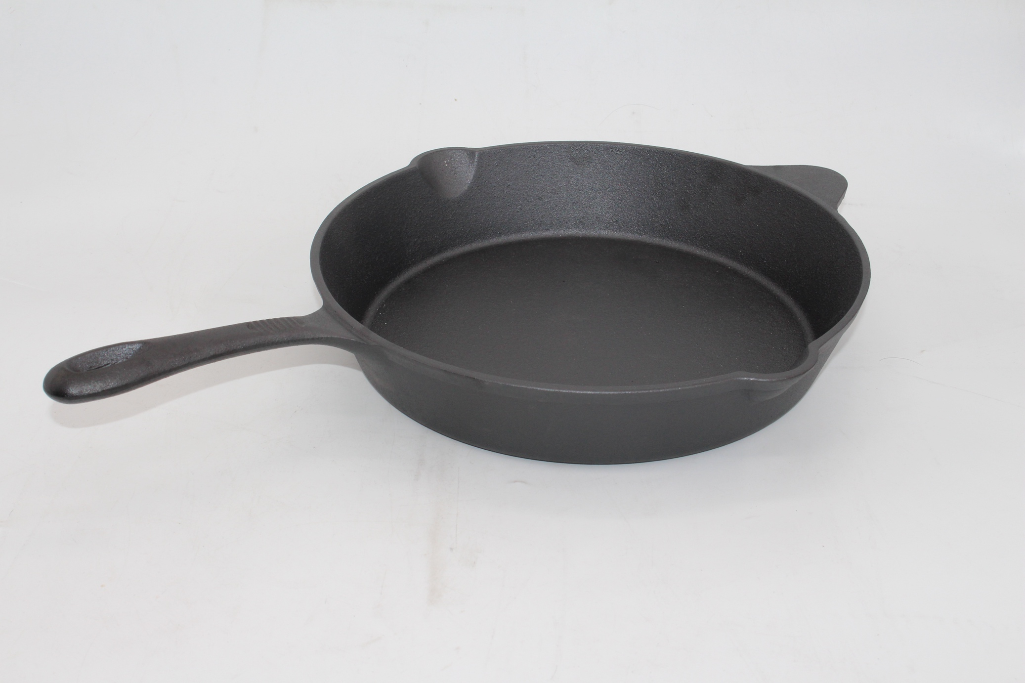 Cast iron pre-seasoned coating skillet
