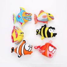 juguete de gato de pez con forma de dibujos animados con hierba gatera