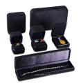 Material de gamuza de microfibra negro para caja de joyería.