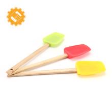 2018 spatule en silicone pour barbecue avec manche en bois et vente chaude