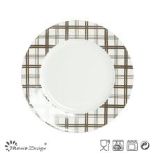 Assiette en porcelaine blanche avec plaqué décalé