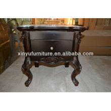 Мебель для спальни деревянная высечена у стола