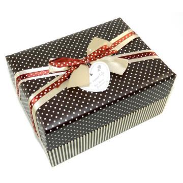 Nueva caja de regalo del papel del diseño con el arco para el lazo y la etiqueta