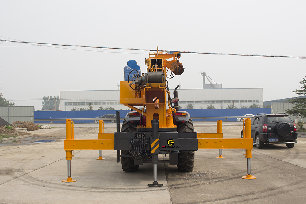 Telescopic Boom Tractor Crane for Sale