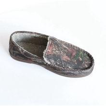 Frau Mokassin Schuhe mit gebunden in einem Bogen