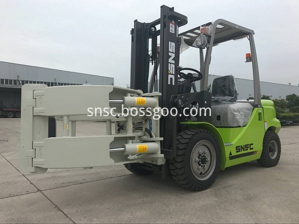 3t diesel forklift with paper roll clamp(2)