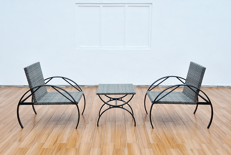 Wicker distro chair and table