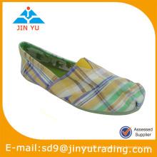 Chaussure à pied carré