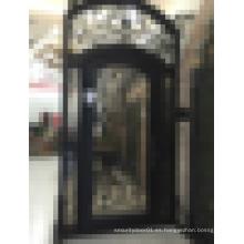 Puerta de entrada de hierro forjado de diseño pasado
