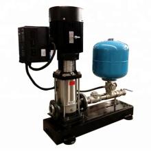 Pompe d'alimentation en eau à entraînement à fréquence variable et à pression constante