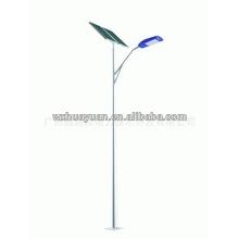 Poste de luz de acero con panel solar