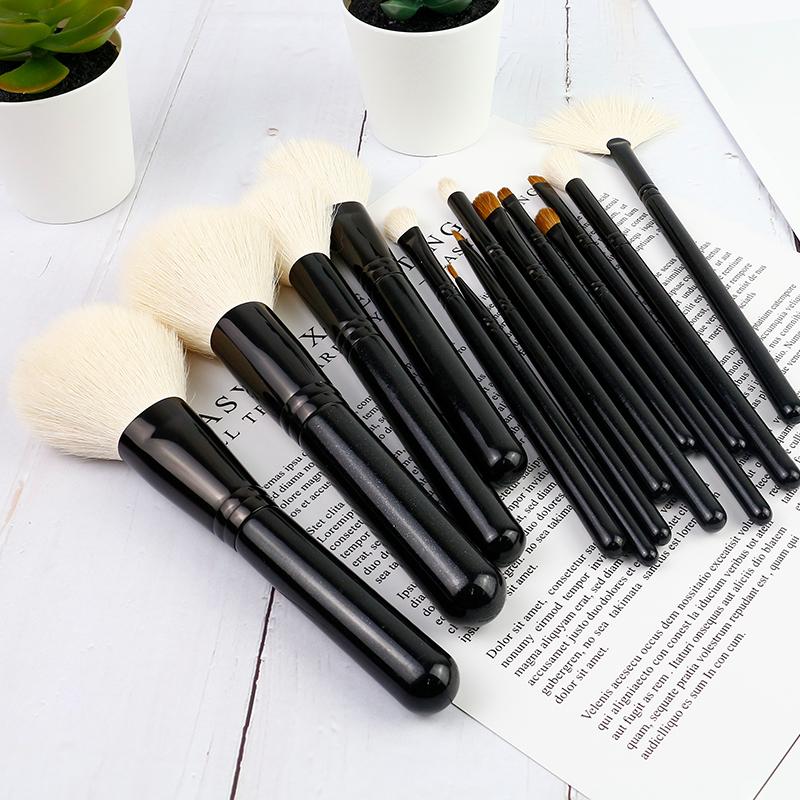 blend makeup brush
