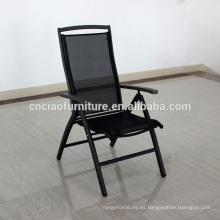 Nueva llegada al aire libre Mesh plegable silla con brazo de madera de teca