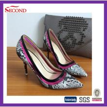 Zapatos promocionales de piel de serpiente de tacón alto