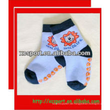 2013 Nette Tierart und weise Antibeleg-Baby-Socken Großverkauf