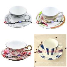 Diferentes tipos hermosos de tazas de café