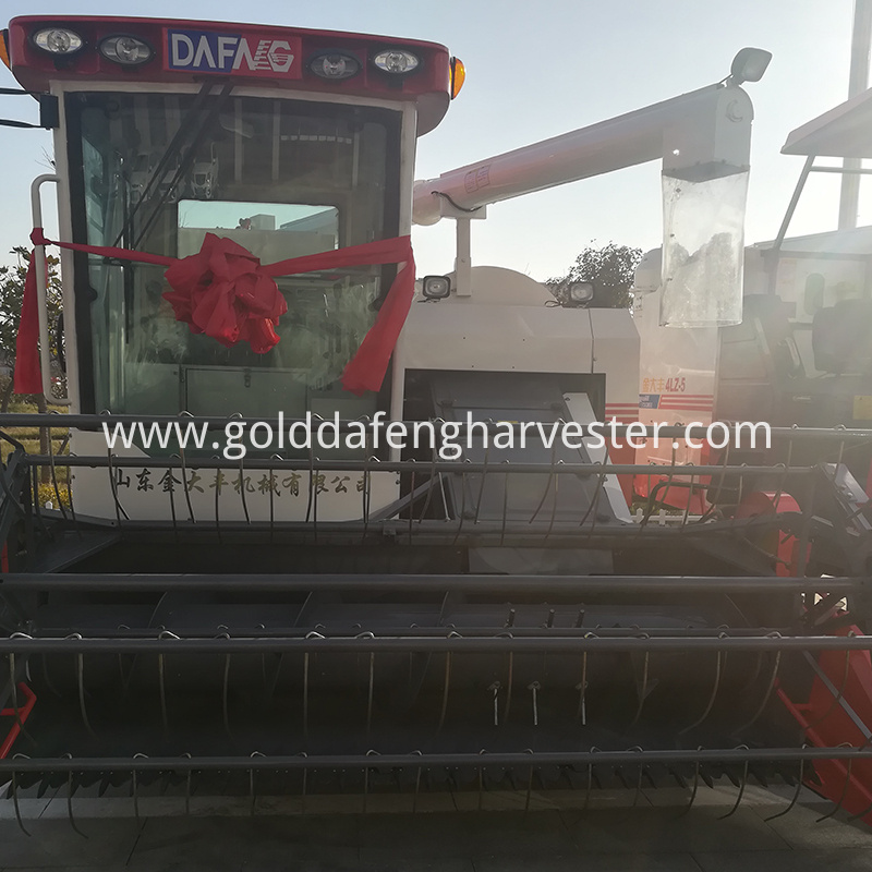 working width 2000mm rice combine harvesting with cab