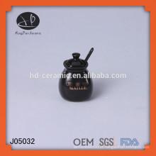 Pote de sal de cerâmica com colher, pequeno frasco de armazenamento cerâmico de cerâmica, frascos de tempero preto