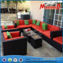 Muebles de jardín de mimbre cómodos al aire libre