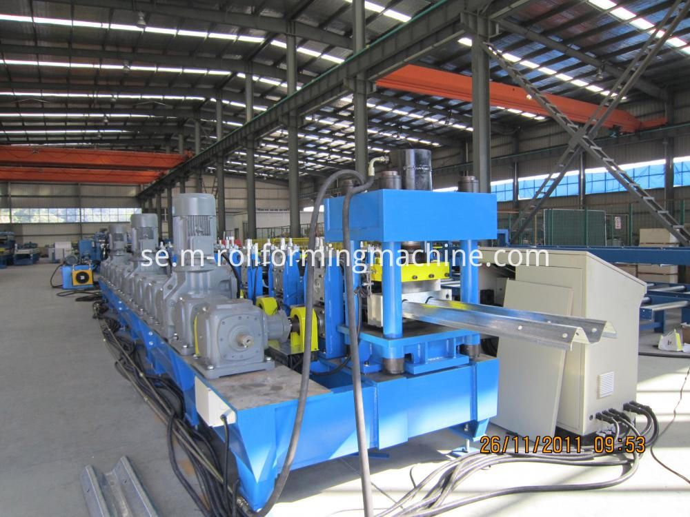 Road guardrail fence post roll forming machine