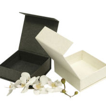 2014 Luxury Flip-top Magnetic Closure Paper Gift Box, Customized Size and Logo