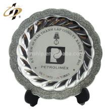 Fabricante en China logotipo de la empresa en blanco personalizado metal artes placa de recuerdo de dubai grabada en plata