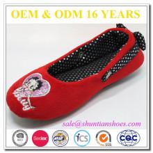 Bester verkaufender Designer rote geschlossene Zehe flach für Mädchen