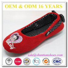 El diseñador más vendido rojo cerrado dedo del pie plana para niña