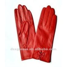 Модные кожаные перчатки для дам
