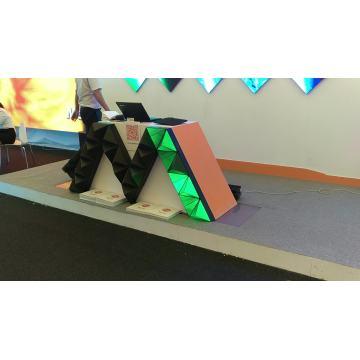 Pantalla de visualización de LED de triángulo interior P4 personalizada