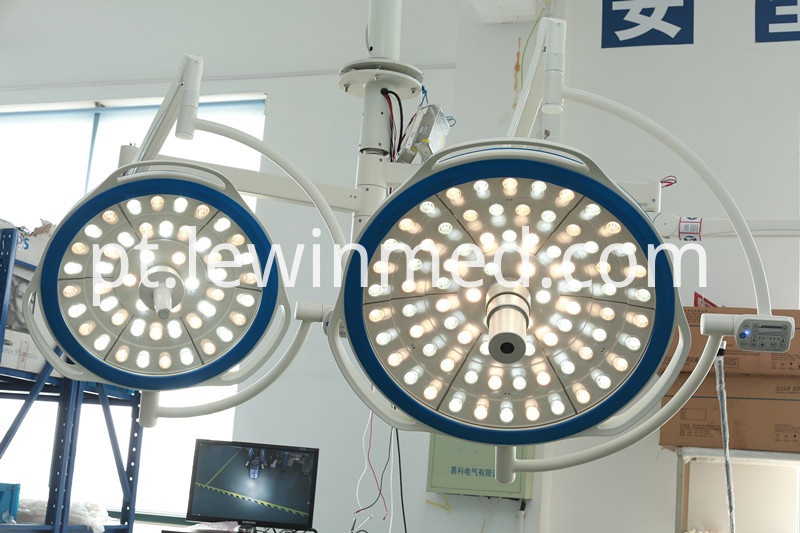 Hospital equipment surgery lamp with camera