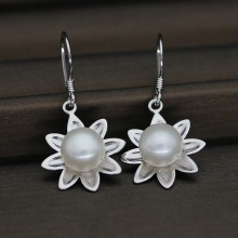 Pure Hand Made Nature Freshwater Pearl Earring